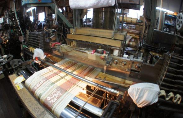 筑前織物工場見学の様子